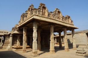 यह कैसी मंदिर जहां महिला पंडित कराती हैं पूजा!