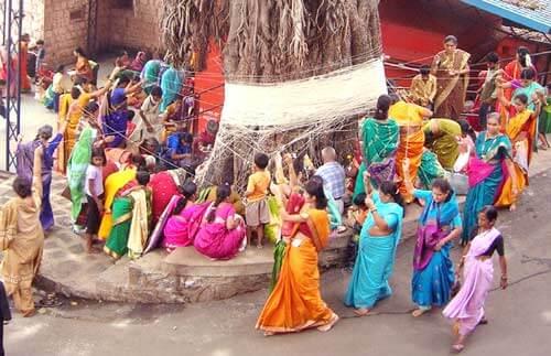 विस्तार में जाने वट सावित्री व्रत की कथा, विधि और लाभ सुहागन महिलाओं के लिए, vat savitri puja 2017 katha, vidhi, benefits for married women in hindi.