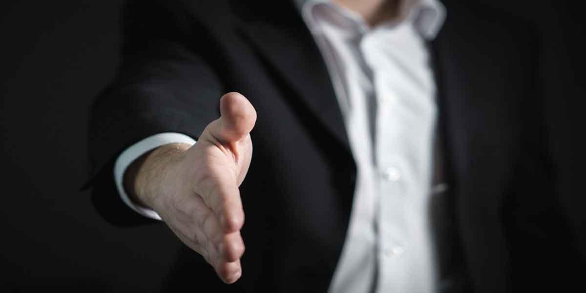 बैंक, मार्केटिंग, या मैनेजमेंट की नौकरी पाने के लिए –