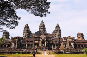 देवराज इंद्र ने किसके लिए बनवाया था दुनिया का सबसे बड़ा मंदिर!