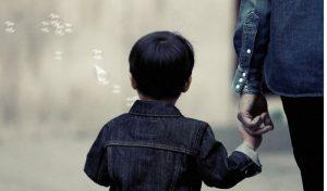 बच्चों की आदतों पर माता-पिता कैसे रखें नजर, जानें चाण्क्य की यह खास बात!